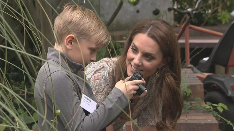 Duchess of Cambridge admires childrens' photos