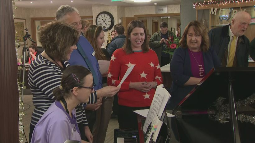 Jo Swinson gets in festive spirit with Christmas sing-along