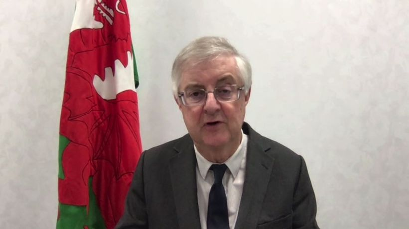 Welsh First Minister threatens to close UK-Wales border