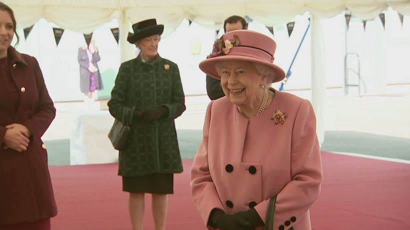 Queen carries out first public engagement since March