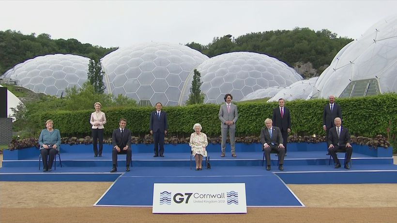 The Queen and senior royals arrive for G7 reception