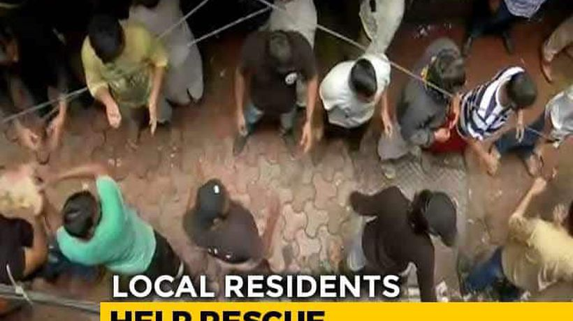 Locals Use Bare Hands To Remove Debris Of Collapsed Mumbai Building