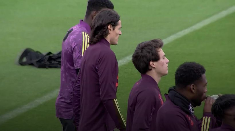 Edinson Cavani takes part in Manchester United training for the first time