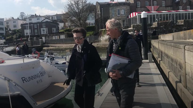 Anne visits Isle of Wight days after father's death