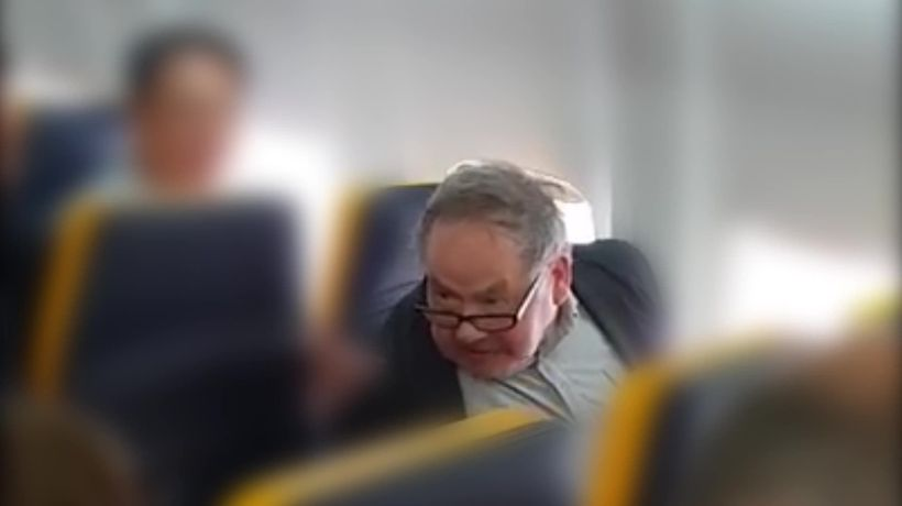 Ryanair criticised for failing to remove racist passenger from flight