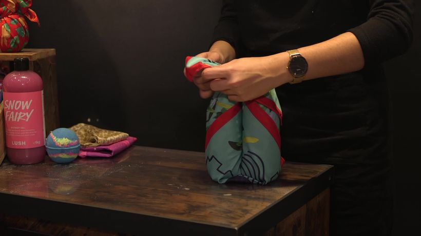 How to wrap Christmas gifts in three different ways