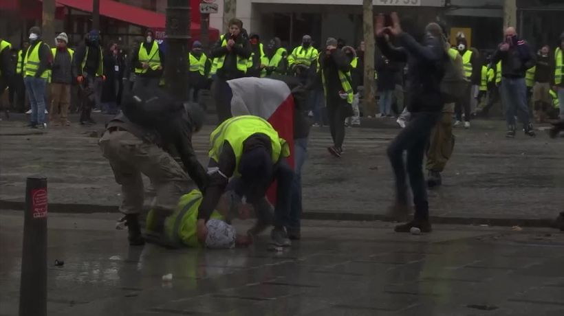 Paris protests: Police and civilians clash for fifth straight weekend