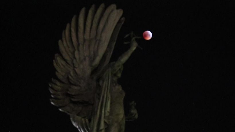 Super blood wolf moon shines across the UK