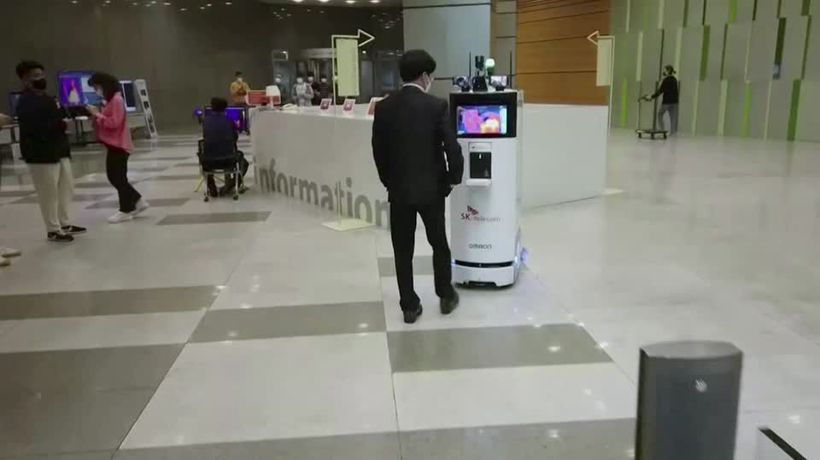 Robot greeter fights coronavirus in South Korea