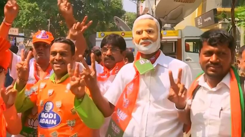 Indian PM Modi on verge of 'massive' election win