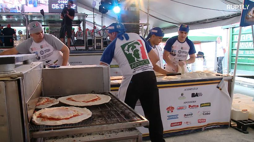 Argentinians beat Italians at pizza world record