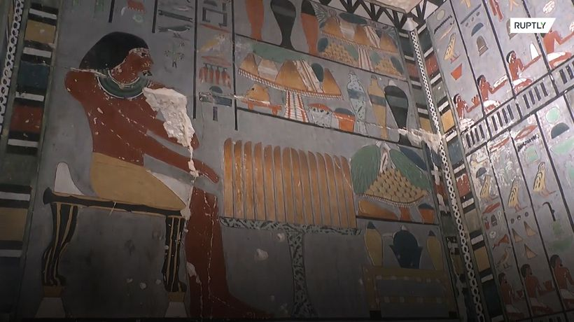 Archaeologists unveil 4,400-year-old tomb