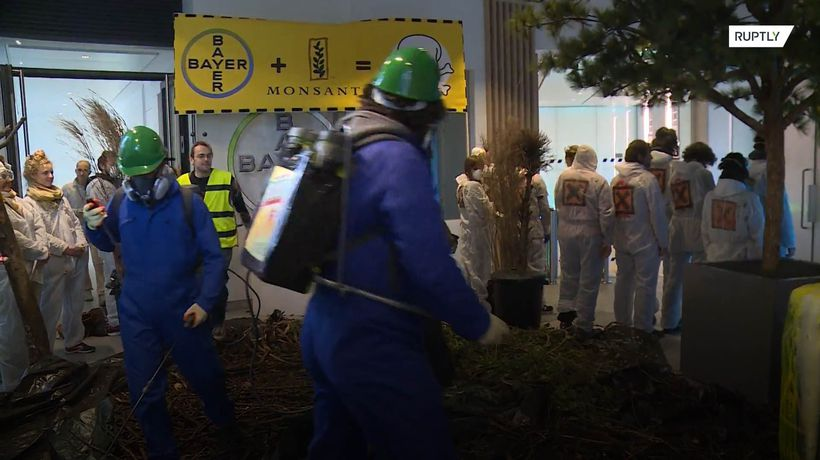 Protesters 'die' to denounce harmful impact of Bayern-Monsanto