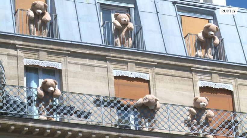 Gobelins teddy bears return from winter hibernation