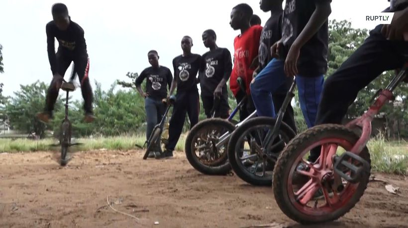 From the streets to the circus – Lagos youngsters find stability on unicycles
