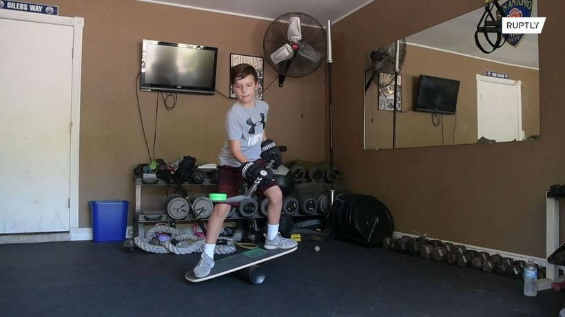 9-year-old 'quick hands' Texan has all the viral hockey moves