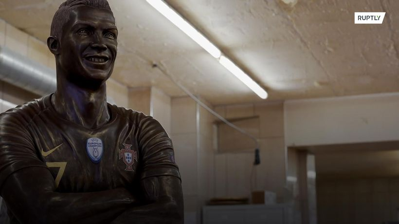 After THAT Cristiano Ronaldo sculpture, there now is Cristiano Choconaldo