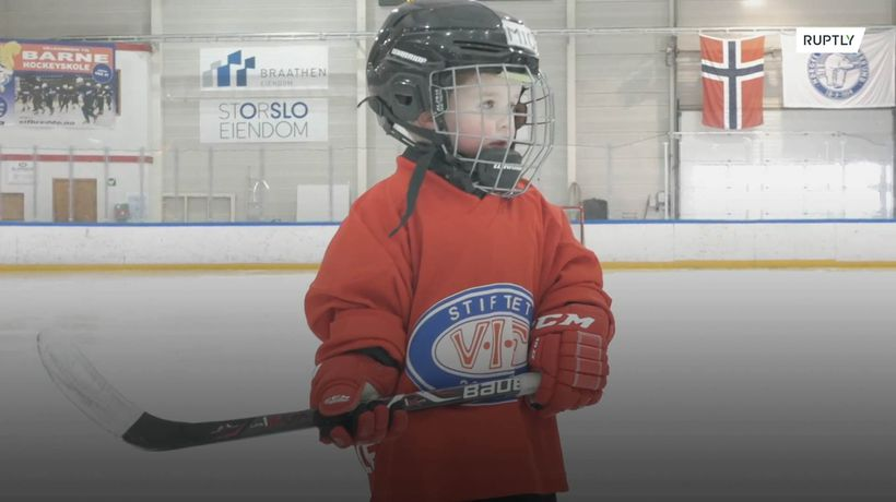 This two-year-old hockey prodigy is taking Norway by storm