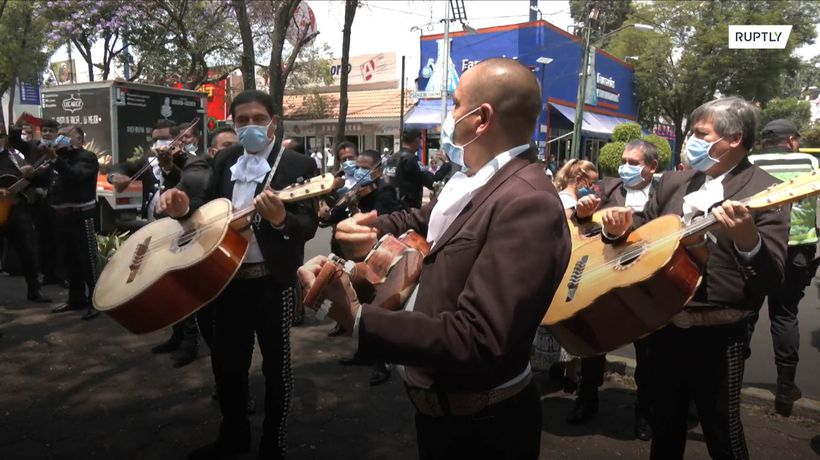 Mariachis serenade hospital coping with coronavirus cases in Mexico City