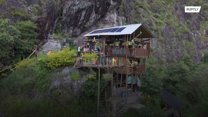 Colombian cliff hostel offers visitors vertiginous views