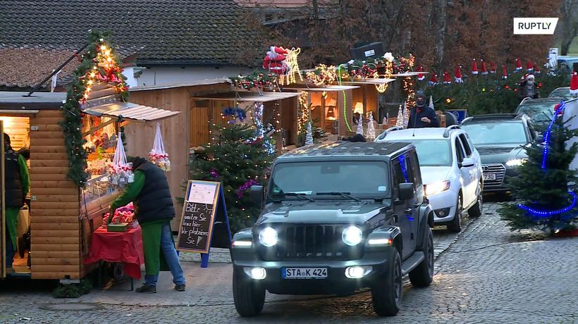 Drive-in Christmas market gets into festive spirit amid pandemic