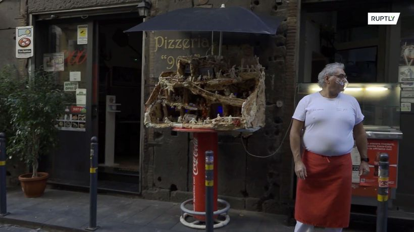 Italian restaurant makes nativity scene out of pizza