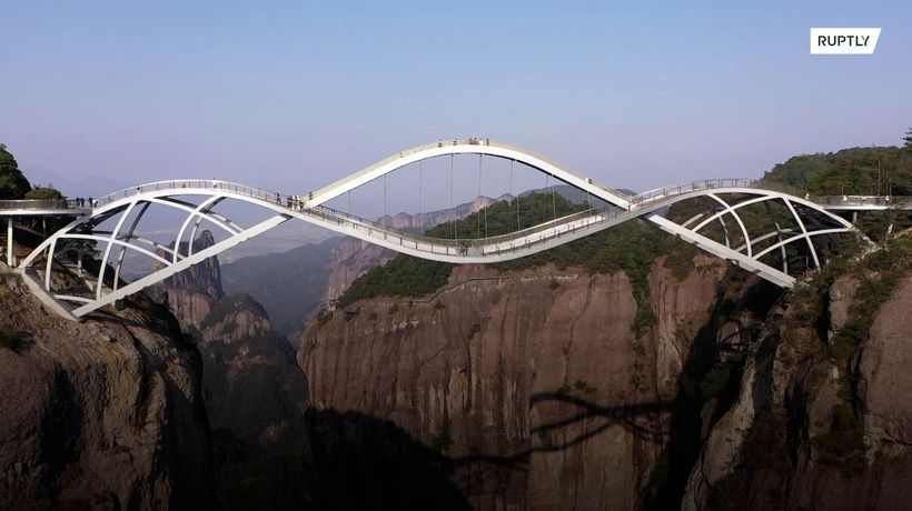 Breathtaking double-deck bridge becomes hot Chinese tourist attraction