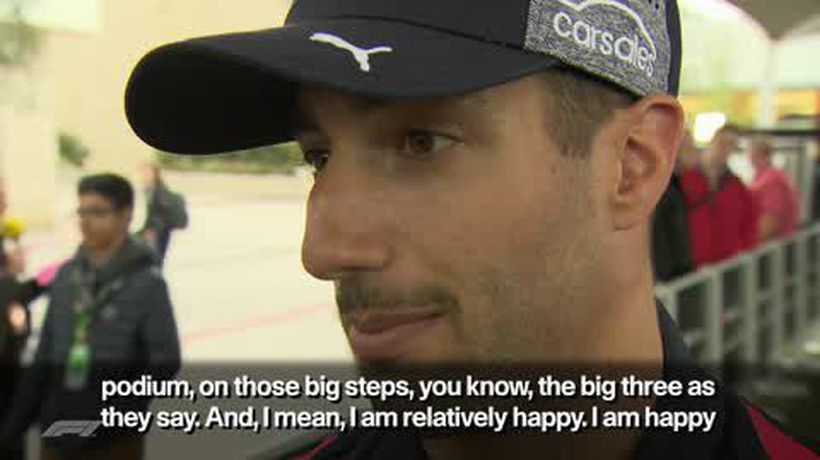 Ricciardo puts on US accent in hilarious F1 interview