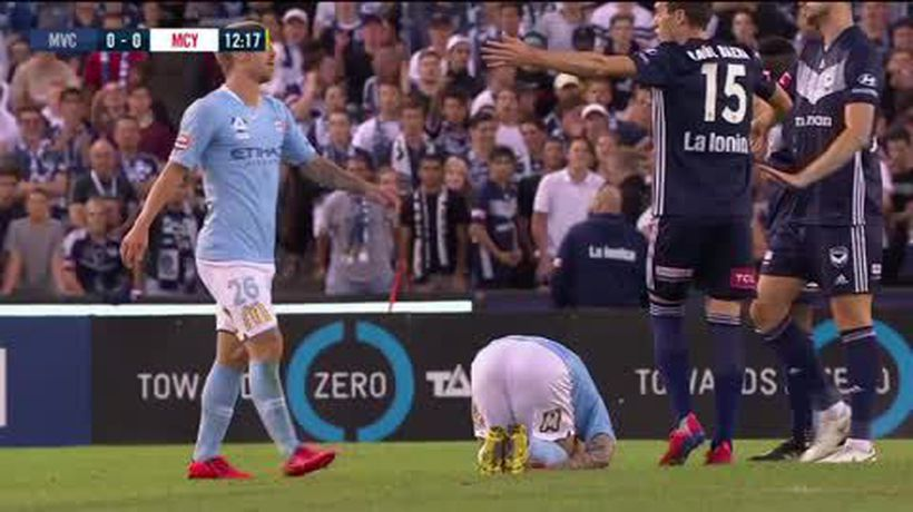 Ten-man Victory salvage 1-1 draw with City in A-League Melbourne derby