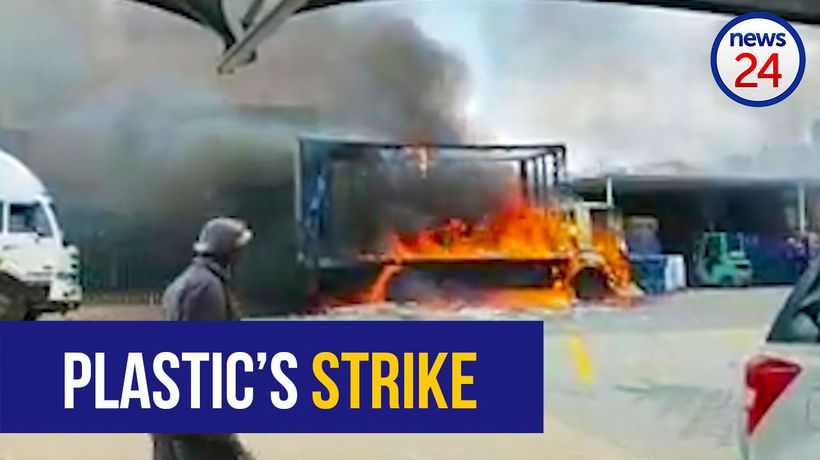 WATCH: 10 vehicles torched in Kempton Park