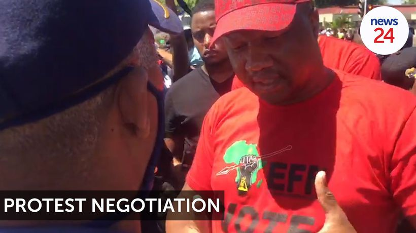 WATCH | EFF's Marshall Dlamini tries to negotiate passage for more than 100 protesters