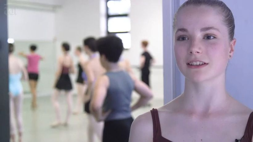 Teen ballerina's dancing on pointe