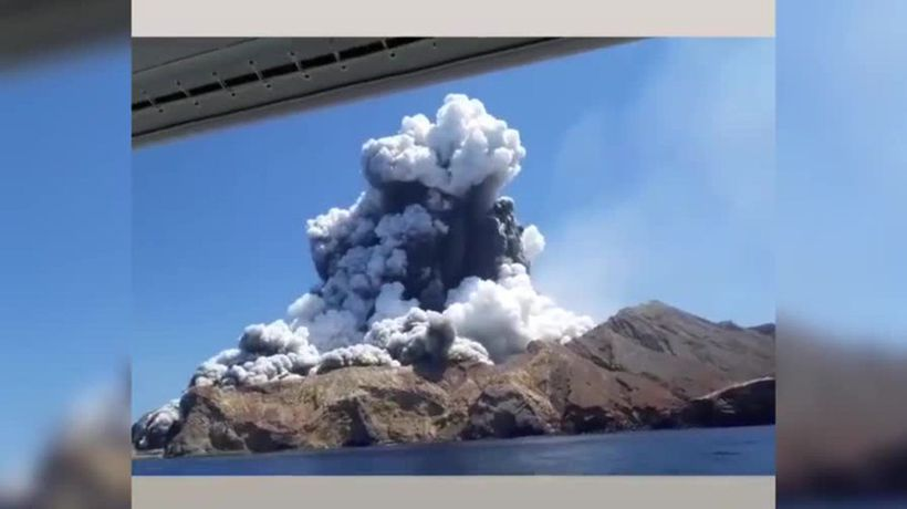 Witnesses share footage of White Island volcano