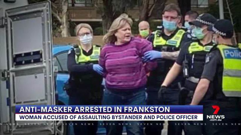 Woman attacks police after refusing to wear mask
