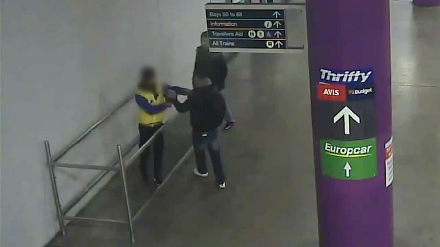 RAW: Police searching for duo over Melb robbery