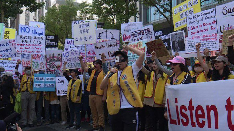 Taiwanese 'yellow vests' demand tax reforms