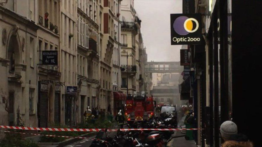 Loud explosion hits bakery in central Paris: police