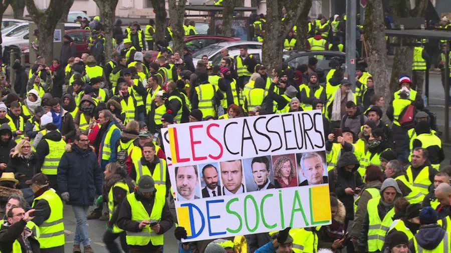 "The ""Yellow Vests"" take to the streets of Bourges"