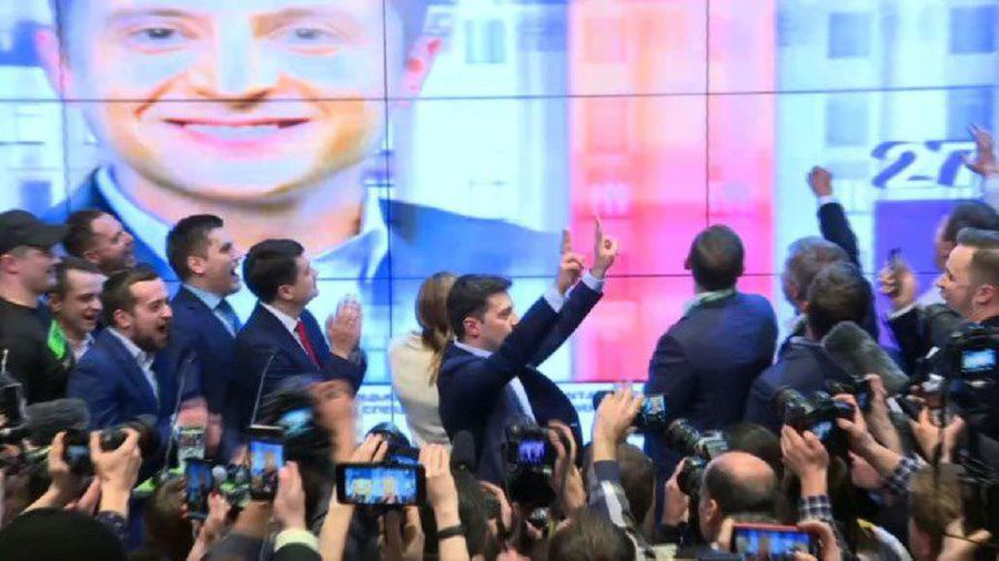 Ukrain: celebrations at Zelensky's HQ after victory announcement