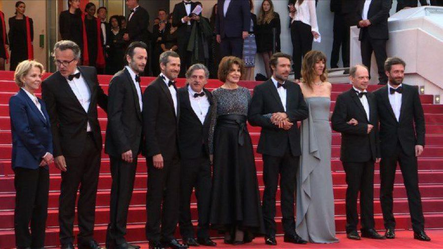 "Cast of ""La Belle Epoque"" gather on red carpet before screening"