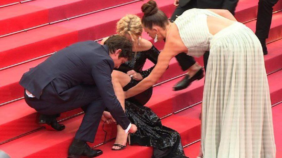 Cannes: 'Sybil' cast help Virginie Efira with her shoes