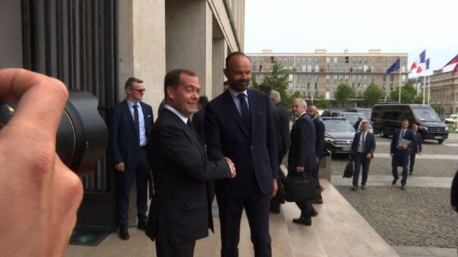 French PM and Russian counterpart meet to kick start dialogue