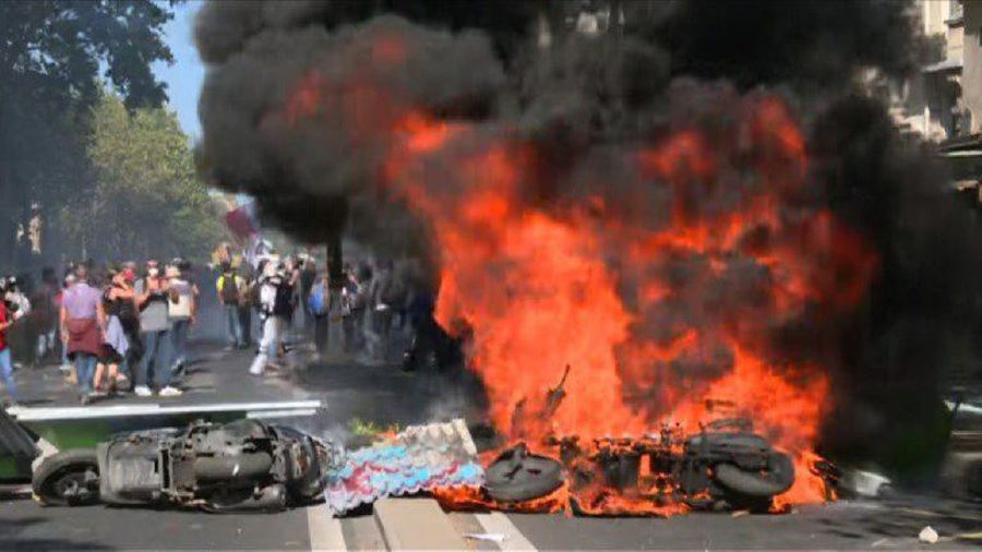 Violence on sidelines of Paris climate, yellow vests protests
