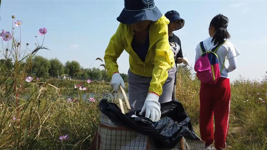 Volunteers in Beijing join the World Cleanup Day