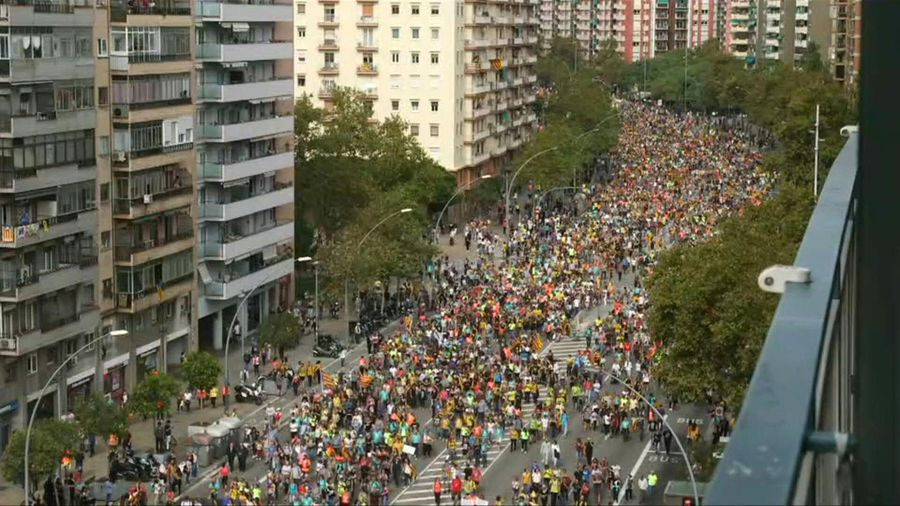 General strike in Catalonia as 'freedom marchers' walk in Barcelona