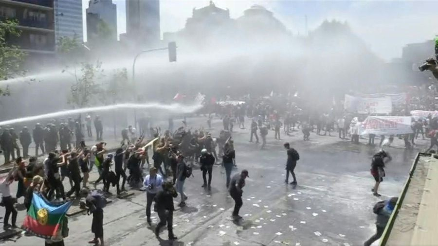 Clashes erupt in Chile's capital for the sixth day in a row