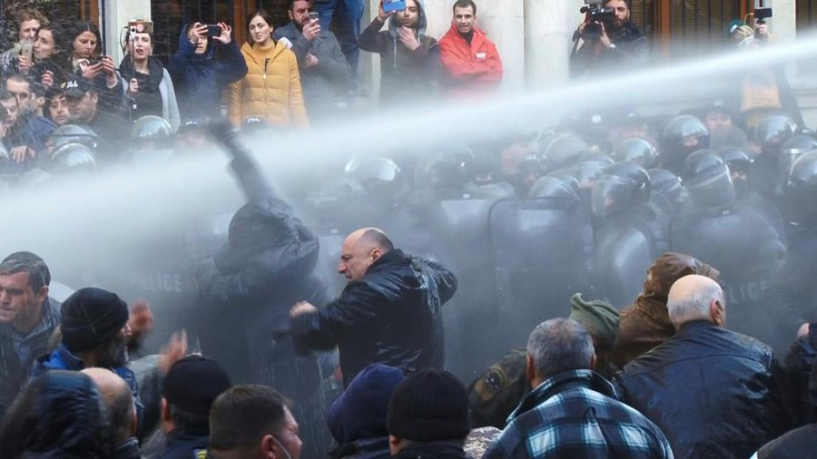 Georgia: riot police use water cannons to disperse protesters