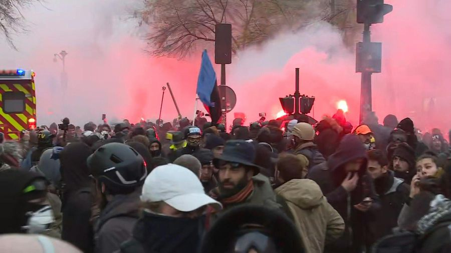 French pension reform protests: tensions between police and protesters in Paris