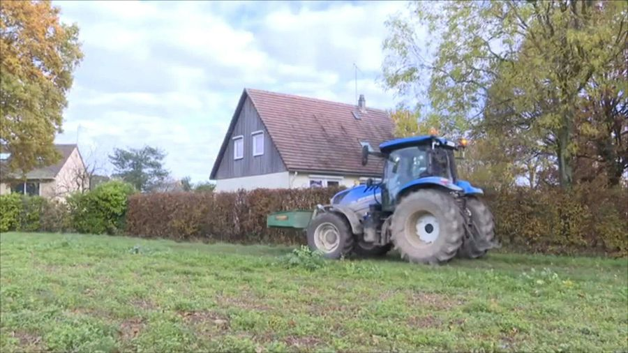 """French farmers rise up against """"agribashing"""""""