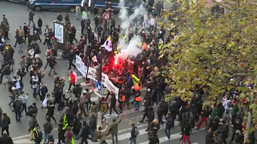 Second major Paris demo on sixth jour of nationwide strike